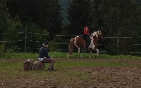 Anna och Nett övervakas av instruktör Annapanna